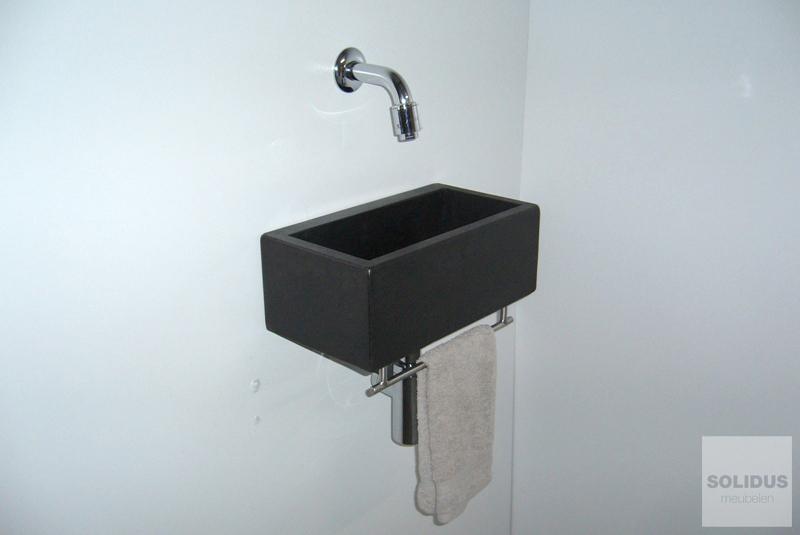 Toiletfonteinen van beton_3maatwerk fontein klein toilet betonnen sanitair